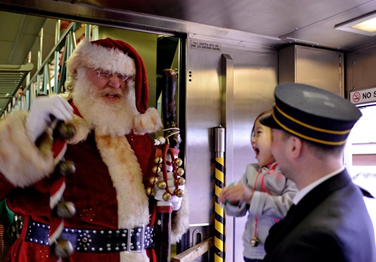 Santa-on-the-train-_-Polar-Express-36
